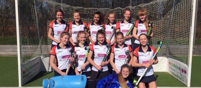 Speel Advocatuur sponsort Hockeyteam Meisjes B1 van Graspiepers Drachten